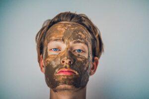 gommage du visage pour homme et femme avec des produits naturels.