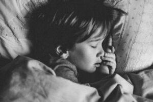enfant en train de dormir après une tisane